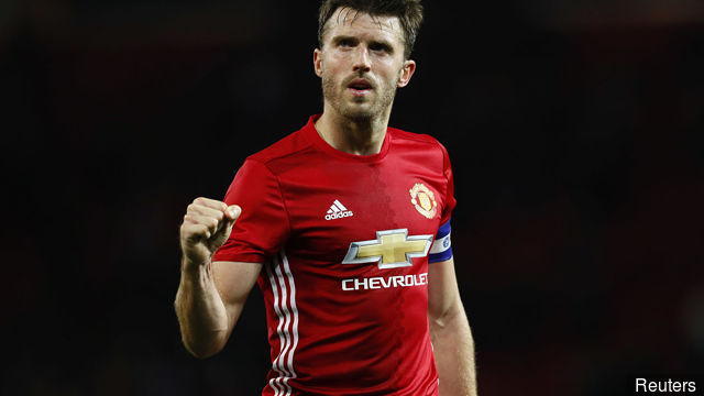 manchester_uniteds_michael_carrick_celebrates_after_the_match_384734
